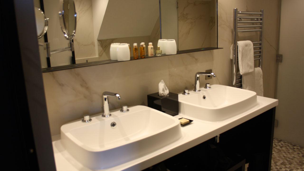 Salle de bain d'une suite au Balthazar