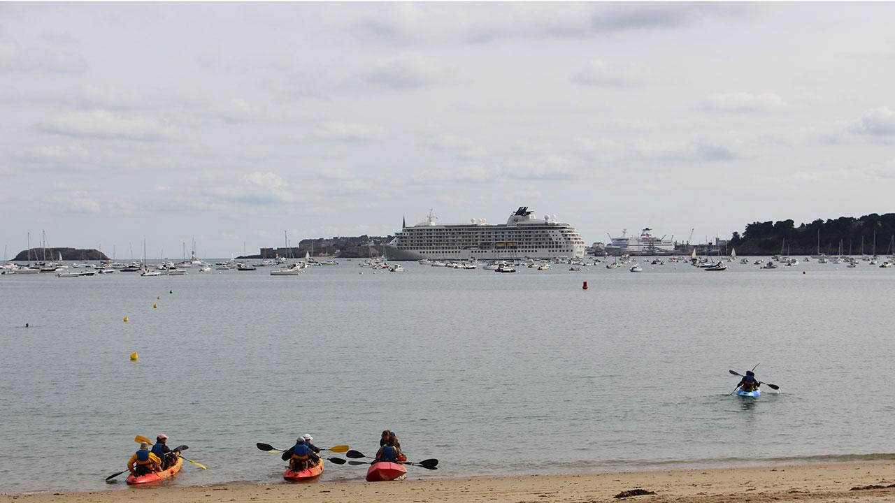 Paquebot en baie de Saint Malo