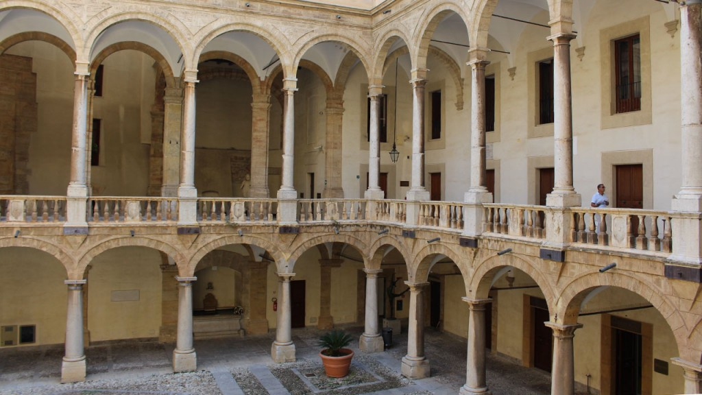 Patio du Palais des Normands