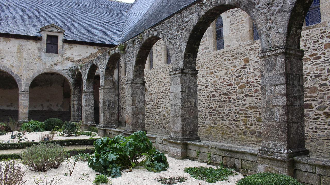 Cloitre de l'abbaye de Léhon