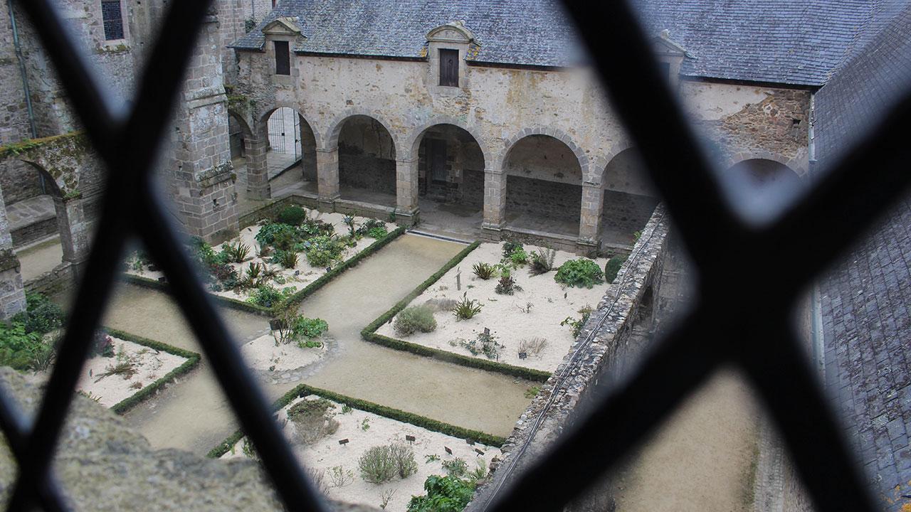 Vue sur le cloitre de l'abbaye